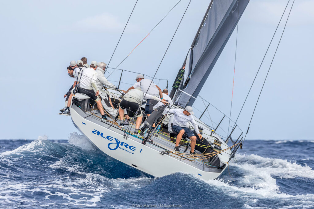 The stern of Alegre sailing upwind.
