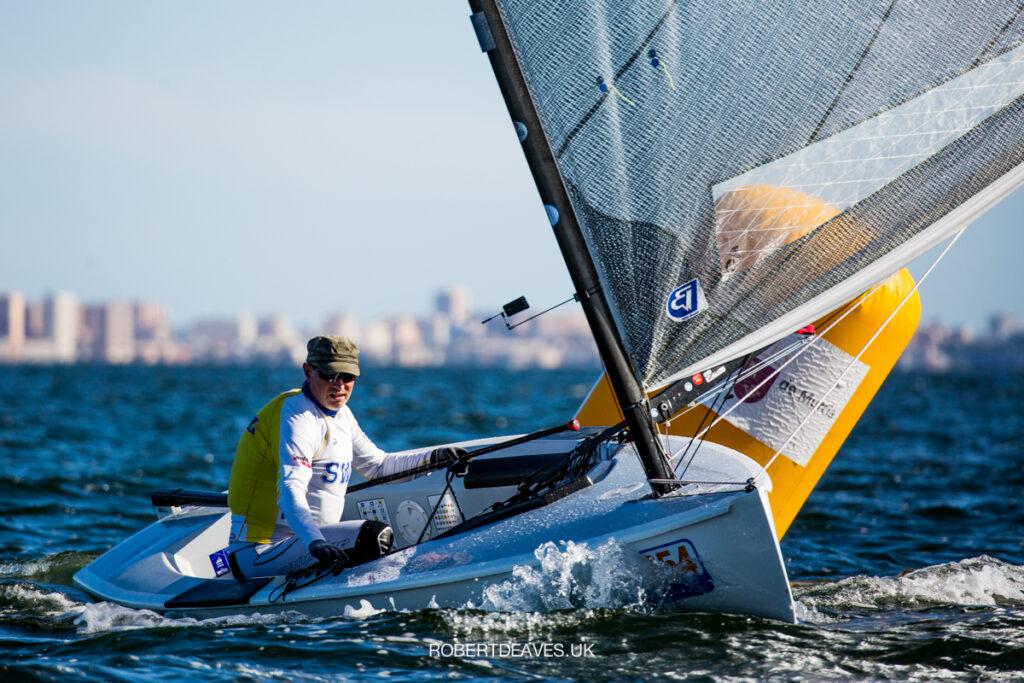 Stefan Sandahl sailing downwind.