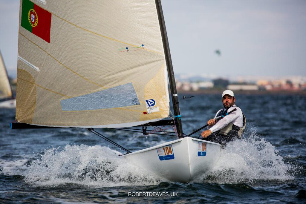 Filipe Silva sailing downwind