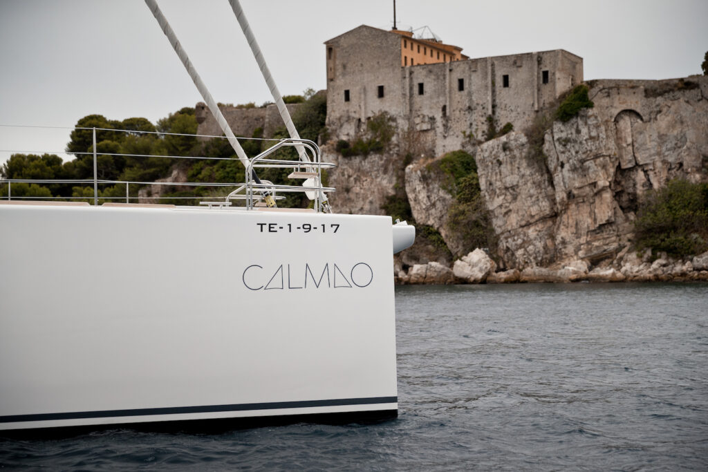 Calmao's bow passing land
