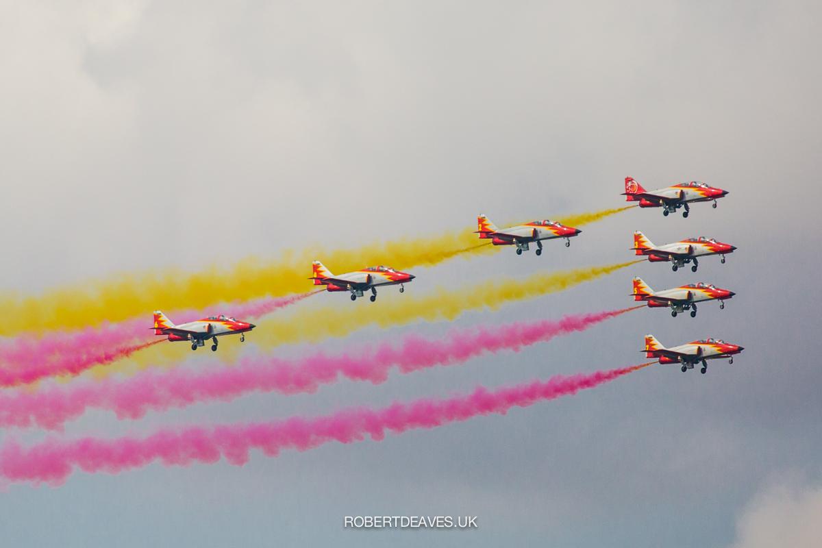 Planes producing colour