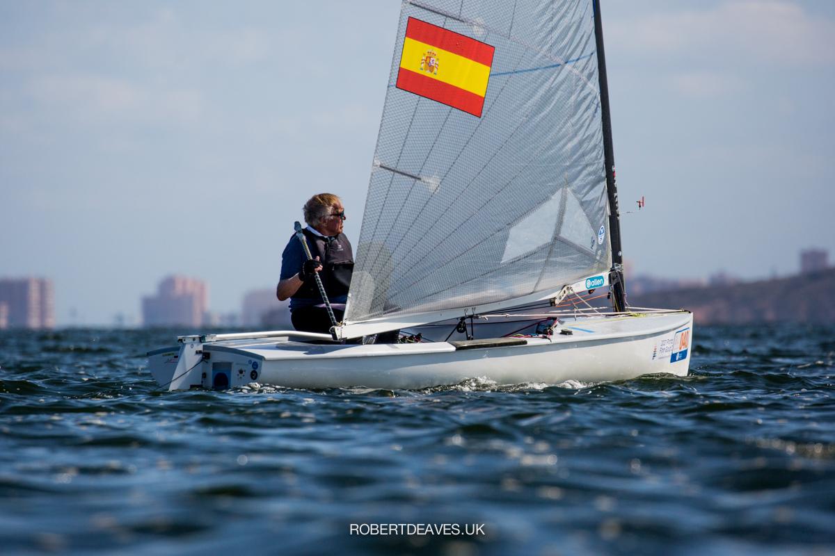 Gerardo Seeliger sailing upwind