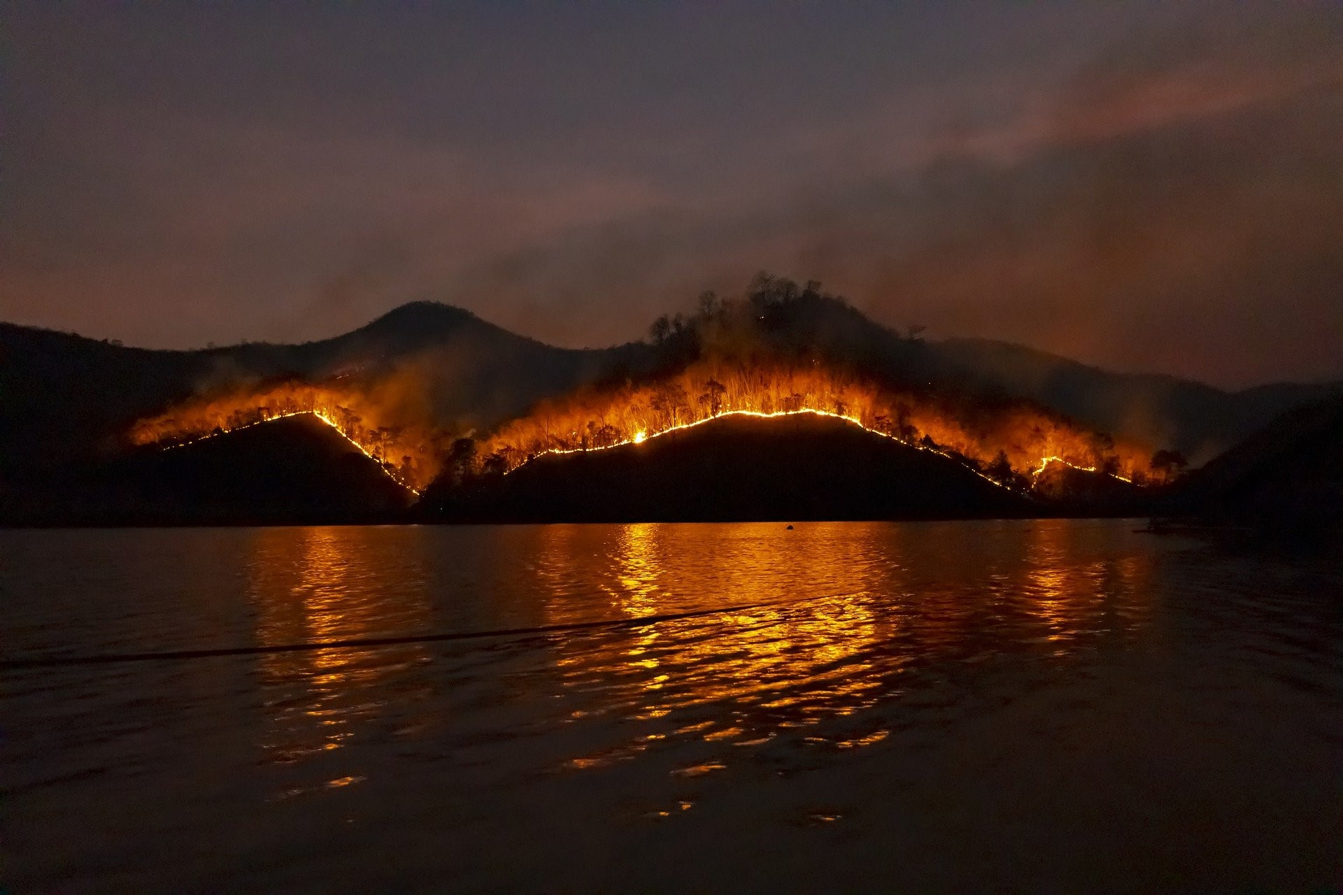 One-of-the-raging-bushfires-during-2019-2020---pic-courtesy-OceanWatch-Australia